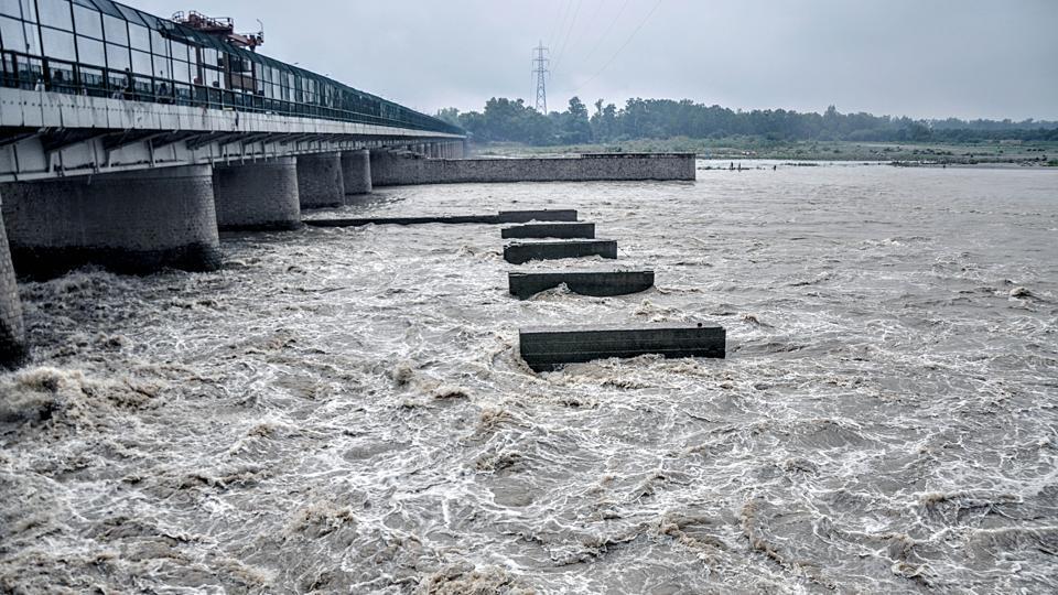 Danger-Alert-Yamuna-Water-level-has-overlapped