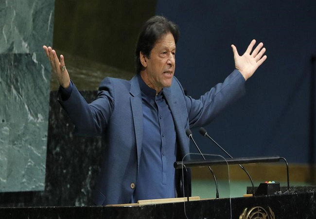 Imran-Khan-Believes-That-Trees-Produce-Oxygen-At-Night